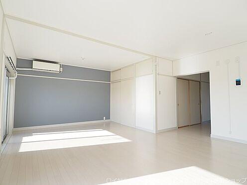 区分マンション-千葉市美浜区稲毛海岸3丁目 開放感のある家族スペースです!