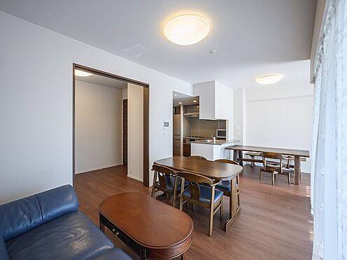 中古マンション-品川区勝島1丁目 【Room】廊下とリビングから出入りができて、毎日のお掃除がしやすい2WAY仕様の居室です。