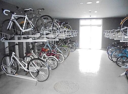 マンション(建物一部)-大阪市淀川区十三東1丁目 雨の日も安心の屋内駐輪場
