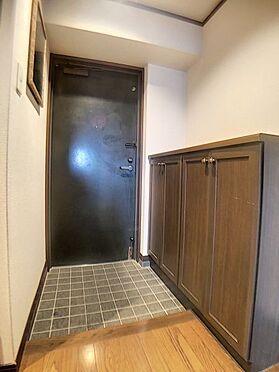 区分マンション-福岡市城南区別府6丁目 下駄箱付きの玄関です。