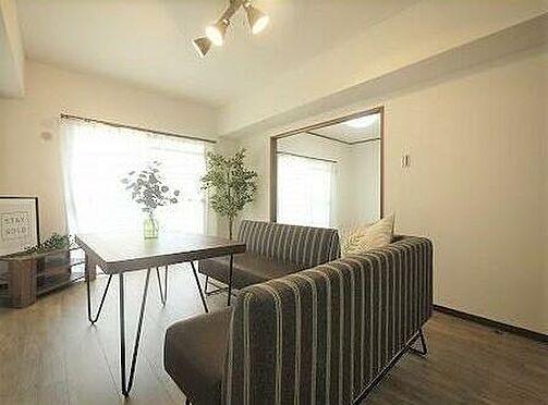 マンション(建物一部)-北九州市小倉北区高峰町 食事をしながらTVを見れるので、ダイニングソファーもいいですね♪