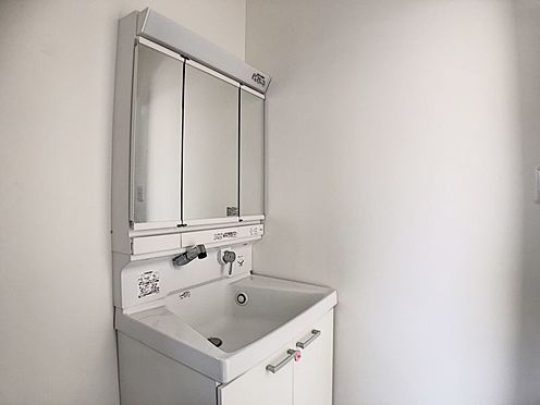 中古一戸建て-岡崎市羽根町字陣場 洗面からお化粧まで!忙しい朝の準備にぴったりな洗面化粧台付きです♪