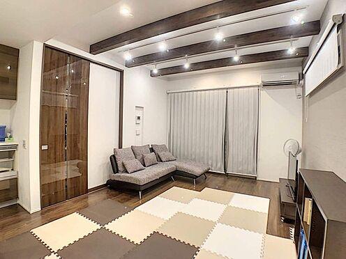 中古一戸建て-名古屋市守山区大森八龍1丁目 扉やライトも洗練されており、心地よい時間をお過ごしいただけます。