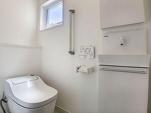戸建賃貸-西尾市吉良町上横須賀池端 1・2階にトイレあり。階段を降りなくてもいいので、高齢者の方も便利です。