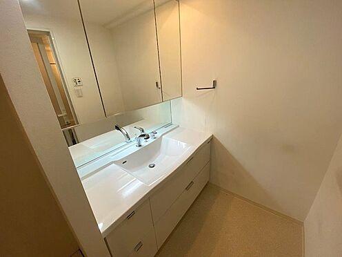 中古マンション-八王子市松木 3面鏡付の洗面台