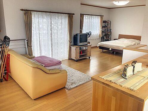戸建賃貸-岡崎市井田町字西田 「静かに過ごしたい」「友だちと騒ぎたい」空間を分けられるほどの広々2階洋室です!