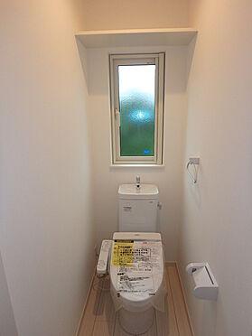 建物全部その他-東根市大字羽入 大きな窓のある明るいトイレ シャワートイレ 暖房便座
