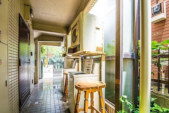 アパート-浦安市富士見2丁目 1階にはコインランドリーがあります。