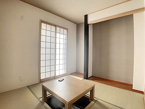 中古一戸建て-名古屋市守山区鳥羽見3丁目 4.5帖の和室には冬場に嬉しい掘りごたつを設けています。