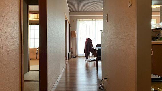 リゾートマンション-熱海市熱海 対象住戸は6階。いよいよ室内に入りましょう。