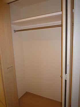 マンション(建物一部)-品川区荏原4丁目 小物や衣類を収納できるクローゼットです。