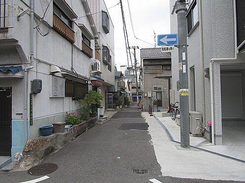 一棟マンション-大阪市生野区中川西2丁目 南側前面道路です。道路幅員約3.4mです。