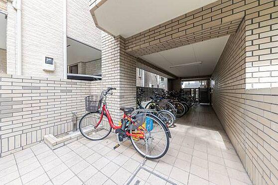 マンション(建物一部)-港区白金3丁目 ■ 駐輪場 ■ 駐輪場は無償でご利用いただけます。自転車で移動することが多い方も大丈夫!駐輪場には屋根があり、雨で濡れにくいよう配慮がされております。