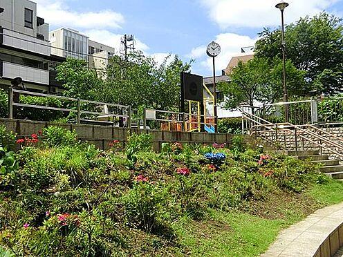マンション(建物一部)-港区白金3丁目 ■ 白金公園 110m ■園内には親水テラスが設けられており、公園の隣を流れている古川を眺めることができます。自然豊かな公園のため、時間を気にせずまったり過ごすのにも良い環境ですね。