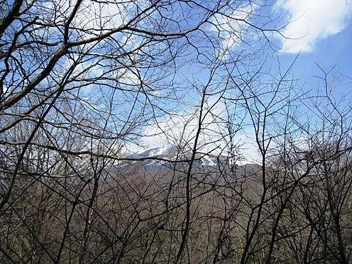 土地-北佐久郡軽井沢町大字長倉千ケ滝西区 現地へ向かう途中には雄大な浅間山を望む眺望スポットがあります。
