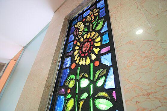 中古マンション-足柄下郡湯河原町宮上 ステンドグラス:フォレストはご覧のようなステンドグラス等が所々に。分譲業者の想いが引き継がれています