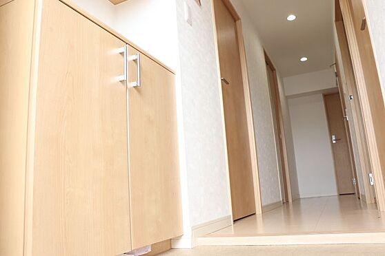 中古マンション-福岡市東区箱崎7丁目 廊下です。室内リフォーム済みの為、室内美邸です!