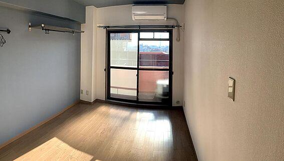 マンション(建物一部)-世田谷区上北沢4丁目 約6帖のフローリング、アクセントクロス採用