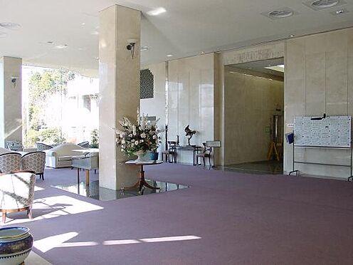 中古マンション-田方郡函南町平井 ロビー:充実した共用施設があるのもこちらのマンションの魅力です。ロビーはホテルのような空間です。