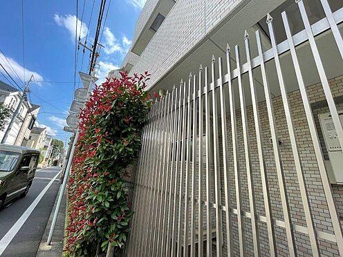 区分マンション-目黒区大岡山1丁目 外部からの侵入を防ぐ外部柵。