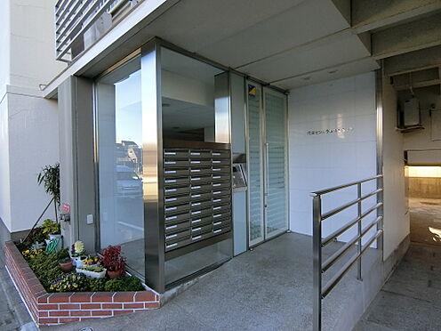 中古マンション-世田谷区代田4丁目 オートロック付きのガラス張りエントランスとなっております。