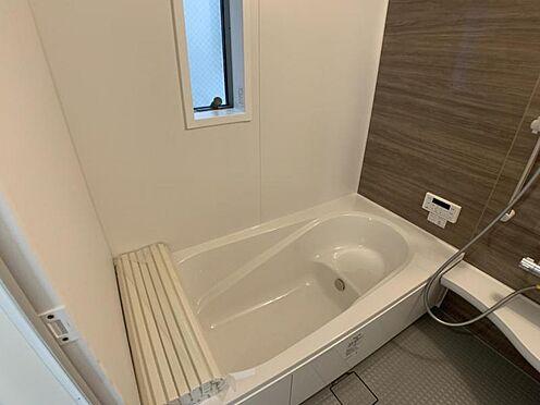 戸建賃貸-名古屋市西区上小田井1丁目 窓付きの浴室で換気もばっちりです