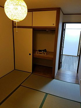 建物全部その他-京都市伏見区石田内里町 4.5帖の和室。収納もあって広くお使いいただけます。