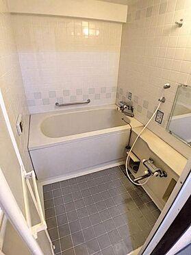 区分マンション-豊田市下市場町8丁目 帰宅時間の異なる共働きのご家庭に嬉しい追い炊き機能付きのお風呂です。いつでも温かいお風呂に入っていただけます。