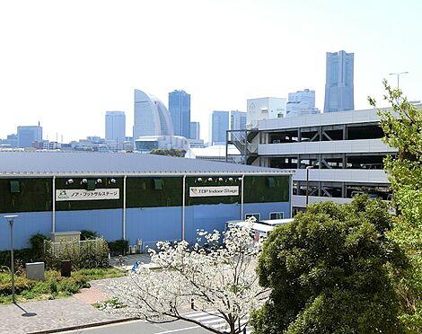 中古マンション-横浜市神奈川区橋本町2丁目 リビング正面にはみなとみらい地区
