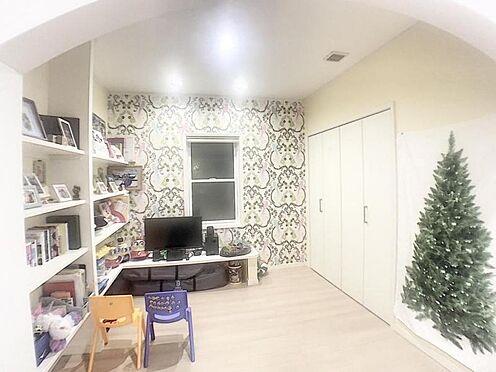 戸建賃貸-みよし市三好町東山 1階スタディコーナーです、リモートワークやお子様の学習に一役買ってくれそうです。