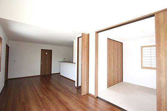 新築一戸建て-橿原市曽我町 和室と合わせて22.5帖の大きな空間。ご家族の憩いのにぴったりですね。