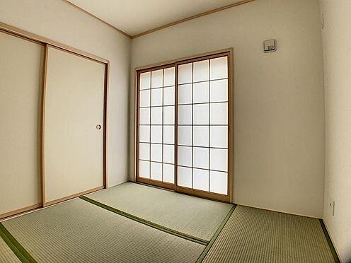 新築一戸建て-名古屋市守山区翠松園2丁目 リビングの横には和室がございます。