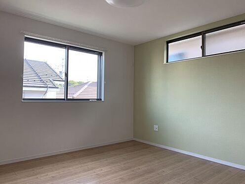 中古一戸建て-知多市南巽が丘4丁目 バルコニーへは二部屋からの移動が可能です