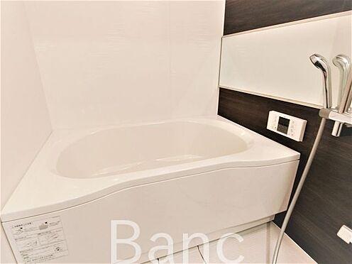 中古マンション-葛飾区水元1丁目 追い炊き機能、浴室換気乾燥機能付きシステムユニットバス。花粉の時期や梅雨時は浴室乾燥があると助かりますね。