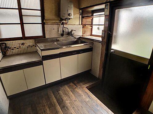 戸建賃貸-名古屋市南区六条町3丁目 キッチンには勝手口付きで便利です。