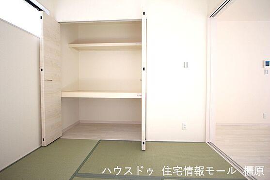 戸建賃貸-磯城郡田原本町大字阪手 クローゼットタイプの押入れはふすま貼替の手間も無く、お手入れ楽々です。