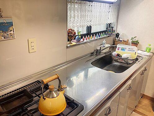 戸建賃貸-岡崎市井田町字西田 窓に面したキッチンは心地よい風を感じながらお料理できますね♪