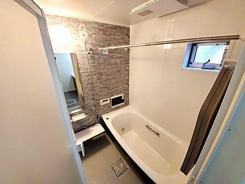 新築一戸建て-町田市金井7丁目 換気暖房乾燥機付のバスルーム。浴室TVも備わっています。