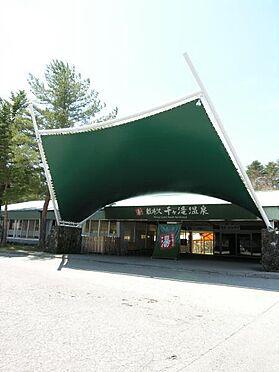 土地-北佐久郡軽井沢町大字長倉千ケ滝西区 千ヶ滝温泉まで約1.4km(車にて約3分)です。軽井沢の名湯で疲れた体を癒してください。