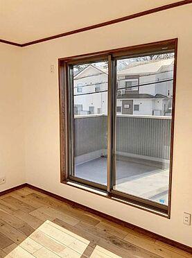 戸建賃貸-知多郡東浦町大字森岡字山之神 窓が大きいので陽の光が入り込み、日当たり良好です!