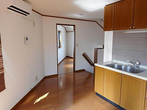 建物全部その他-西東京市保谷町6丁目 7.4帖のダイニングキッチン。2017年8月に室内一部クロス張替え、照明器具交換、エアコン新規2台取付、床一部補修、ハウスクリーニング済。