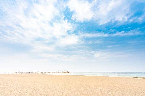 マンション(建物一部)-茅ヶ崎市東海岸南6丁目 ■ 周辺環境 ■ バルコニーからも海を望むことができます。少し歩けばそこにはどこまでも広がる青い海。地平線を眺めながら、時間を気にせずゆったりと過ごす、そんなのも素敵ですね。