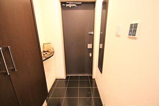 リゾートマンション-熱海市清水町 玄関:キーレスエントリーシステムを搭載しているためカードキーで入室が可能。まさにリゾートホテル。