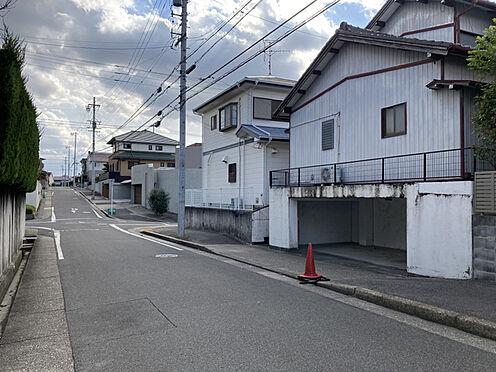 土地-名古屋市名東区勢子坊2丁目 閑静な住宅街でありながら徒歩圏内に商業施設が揃います。