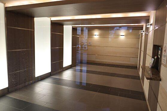中古マンション-横浜市神奈川区平川町 広々したエントランスホール