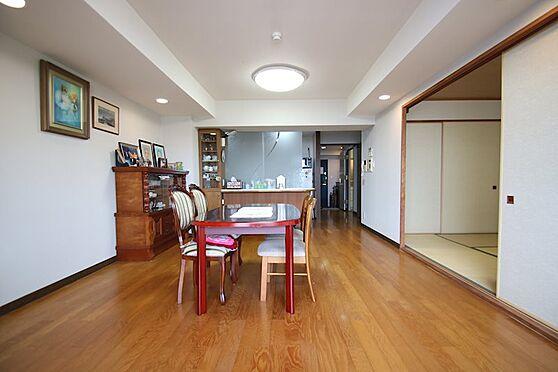 中古マンション-熱海市林ガ丘町 約18.5帖のリビングダイニング。オーナー様別荘利用のため綺麗にご利用のお部屋です。
