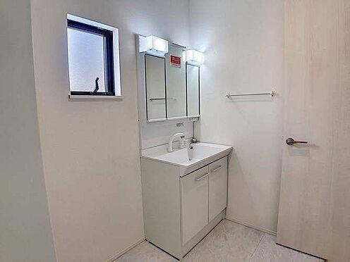 戸建賃貸-名古屋市千種区香流橋1丁目 朝の身支度もバッチリ整えられる洗面化粧台。