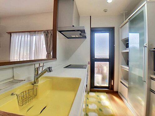 中古マンション-豊田市若林西町塚本 勝手口から光が差し込む、明るいキッチンです♪