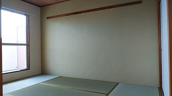 中古マンション-半田市堀崎町2丁目 リビングの横には和室6帖、あるとうれしいですね!