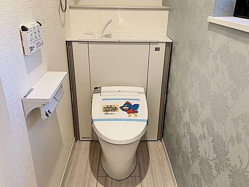 新築一戸建て-名古屋市中村区稲葉地町4丁目 収納一体型トイレ。掃除道具などを収納しスッキリとさせることが出来ます。(1階のみ)(同仕様)
